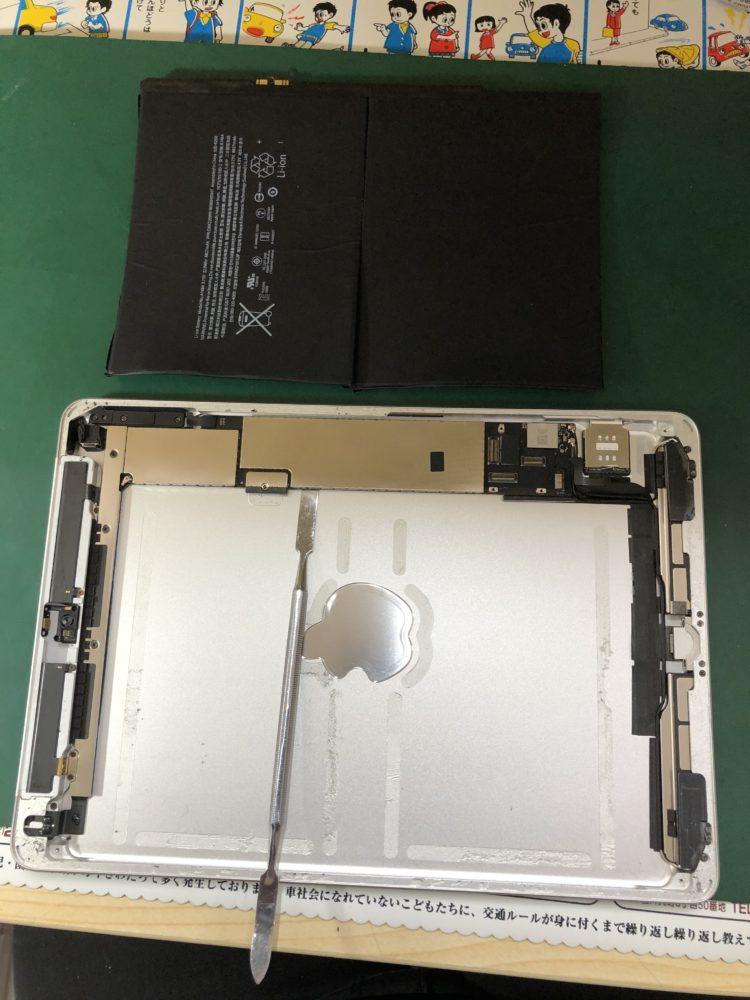 iPad バッテリーを外した写真