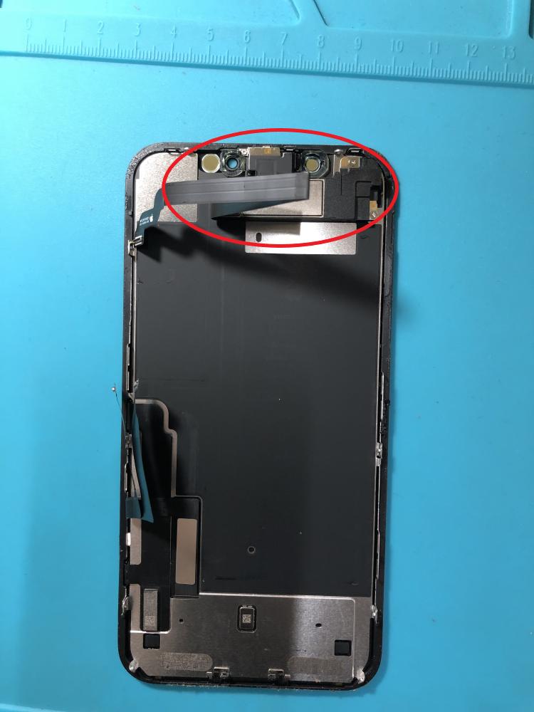 iPhoneXR 環境光センサーとイヤースピーカー