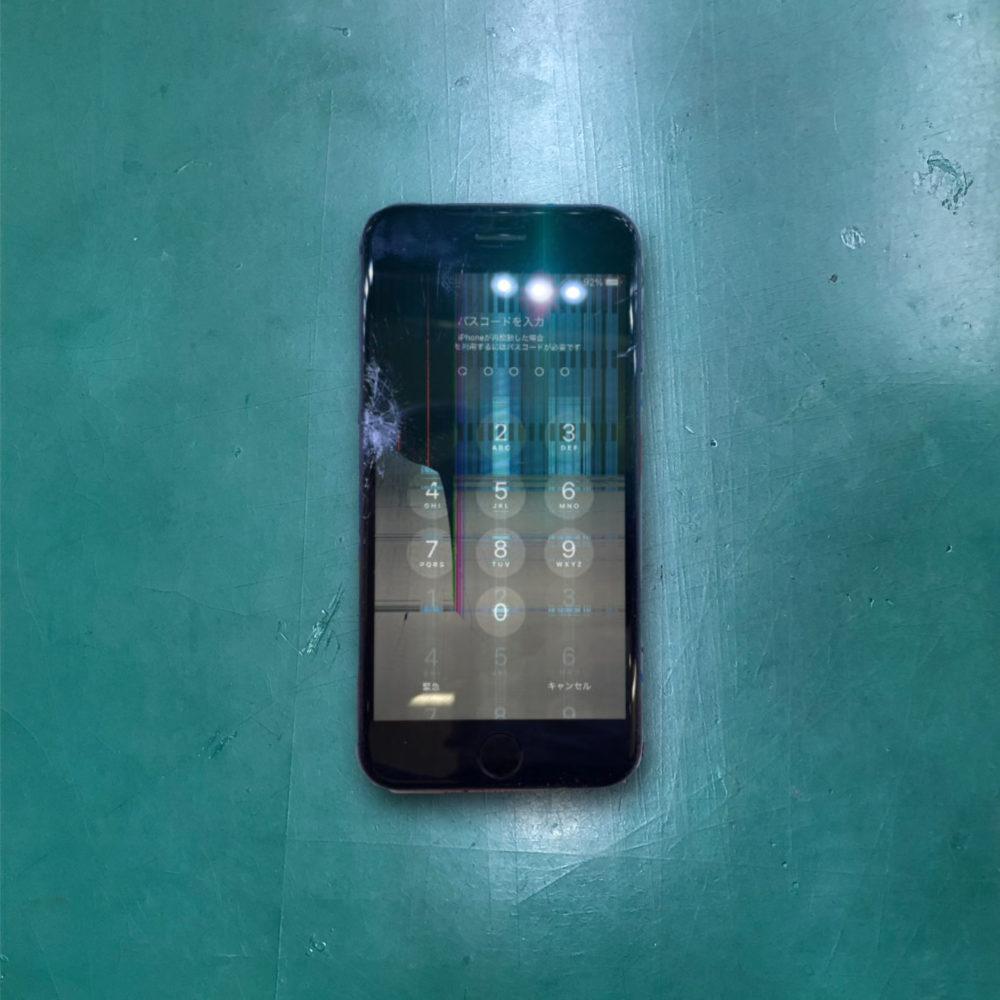 iPhone7の画面割れ、液晶漏れ修理前の写真